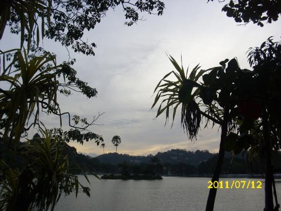 Lake Kandy bei Nacht