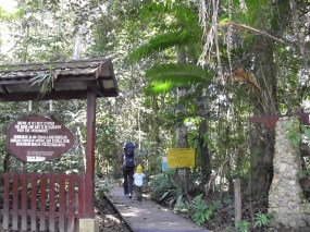 Nationalpark-Eingang in Kuala Tahan