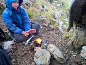 Aufwärmen am Feuer