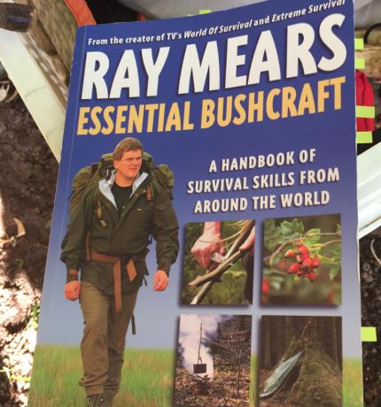 Bushcraft Buch mit Messertechnik