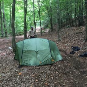 Zeltaufbau am Trekkingcamp